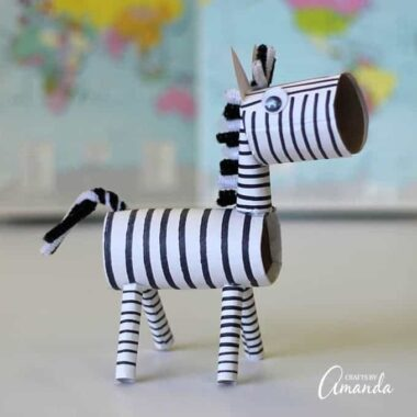 This super duper cute cardboard tube zebra is a great project for those working on a zoo unit or a jungle unit. Or really, it's just a fun and cute kid's craft with no specific intentions!