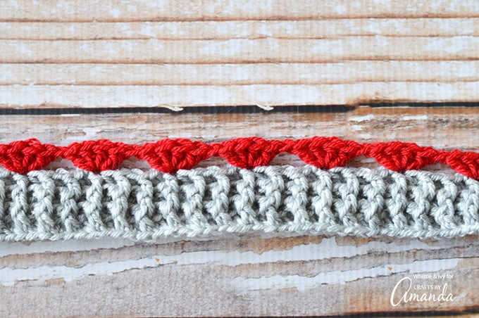 Follow this tutorial to create your own puppy love infinity scarf!