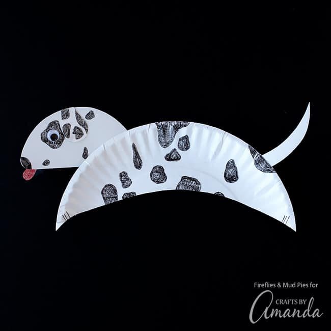 You can play with the shape of the body and make it however you'd like! There is room for mistakes with this paper plate dalmatian craft.