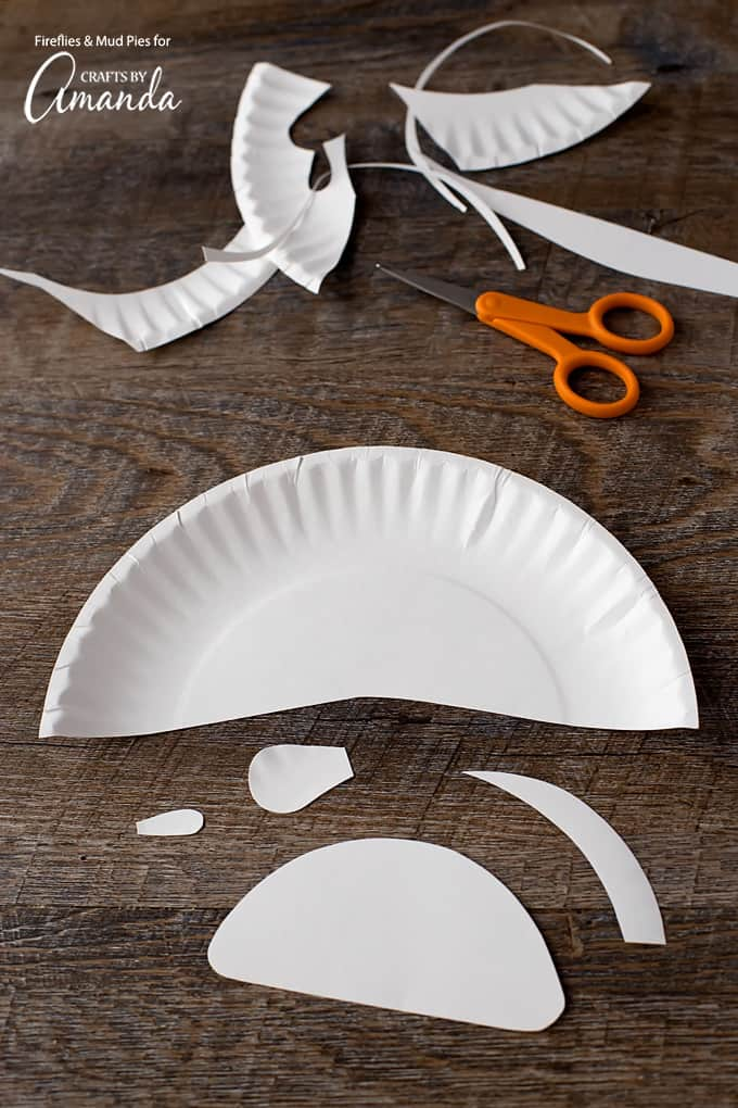 Gather all your supplies and your kiddo and get crafting! They will love decorating this cute paper plate dalmation!