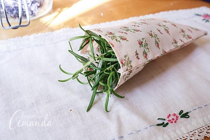Tuck herbs inside the sachet.