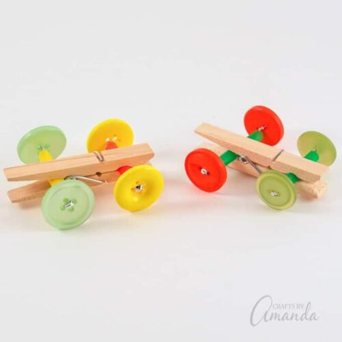 Today I'm going to show you how to make a clothespin car with clothespins (of course), buttons and some imagination.