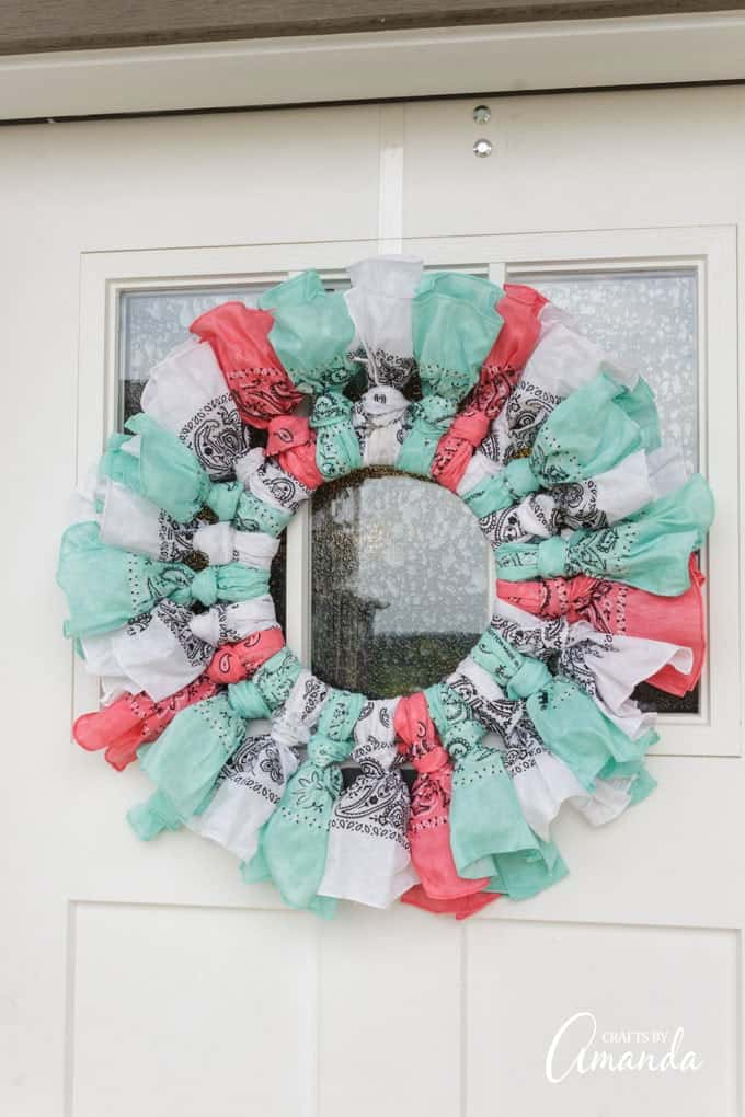 How to keep a bandana wreath from drooping