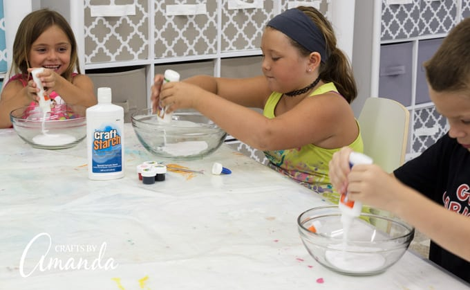 Empty the 4-ounce bottle of white school glue into a bowl.