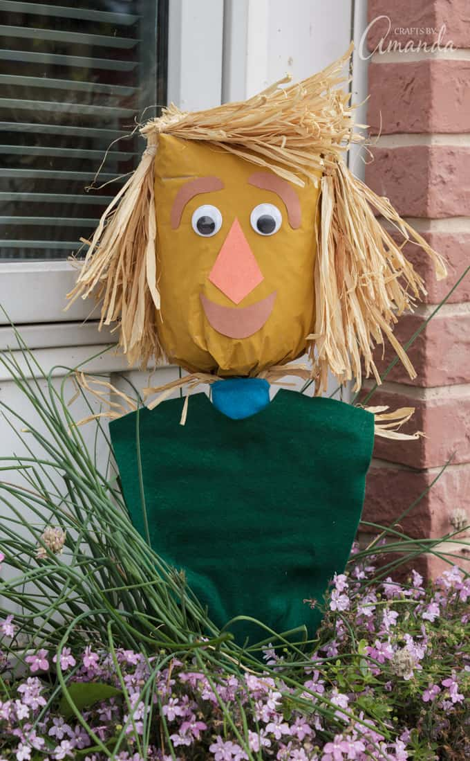 That's it, you're all done! Now you can play with your paper bag scarecrow puppet until you're ready to watch the next episode of Lost In Oz!