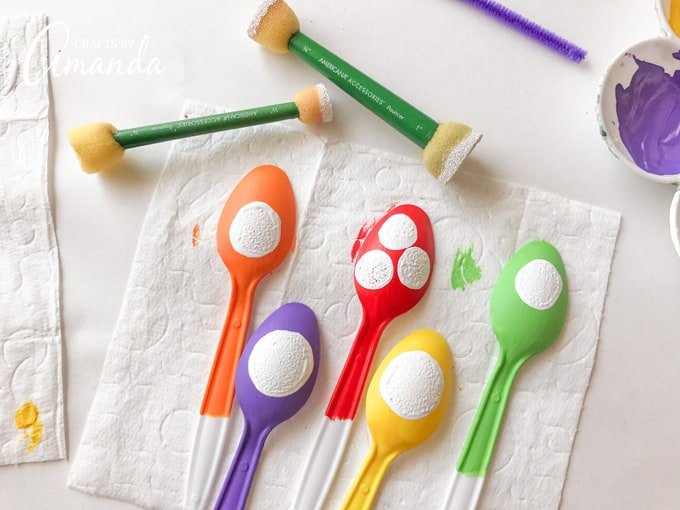 Using a spouncer to make plastic spoon monster eyeballs