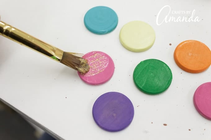 Paint the wood circles (only one side) with Paradise, Orange, Sunshine, Fuschia, Purple and Shamrock.
