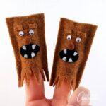 These little finger puppets are perfect for creative play with kids. Spark their imaginations and bring them into the world of Star Wars with these wookie finger puppets!