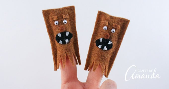 These wookie finger puppets let your child dive into creative play in the world of Star Wars!