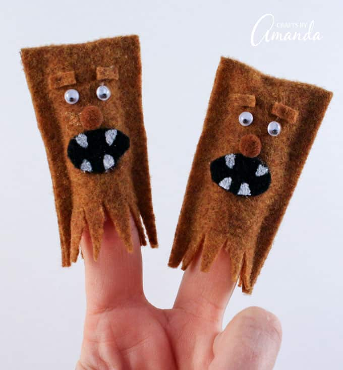 Spark their imaginations and bring them into the world of Star Wars with these wookiee finger puppets!
