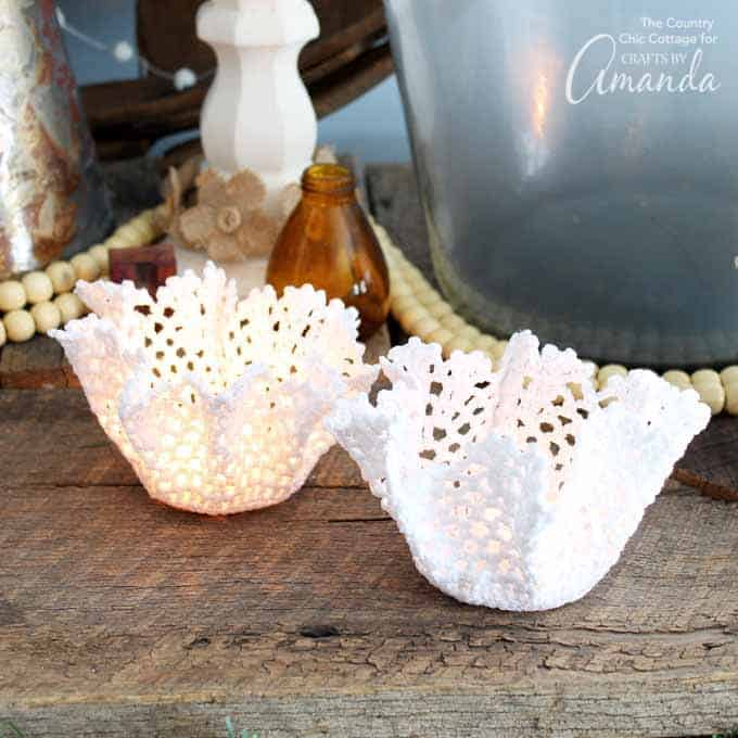 These doily tea light holders are the perfect wedding decor project! They add a touch of romance and elegance to the party, or to any room at home.
