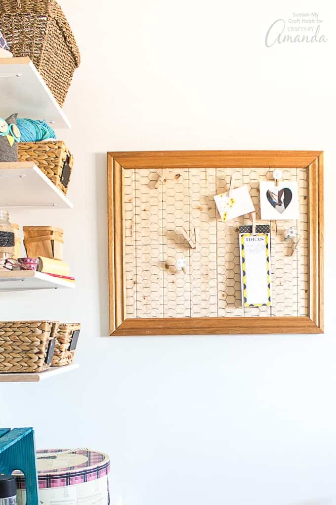 I'm excited to share this DIY memo board with you today as it's a project that's been on my to-do list for quite some time. Inspired by the farmhouse trend, I used some scrap wood and chicken wire netting to create this stylish, yet practical pinboard.