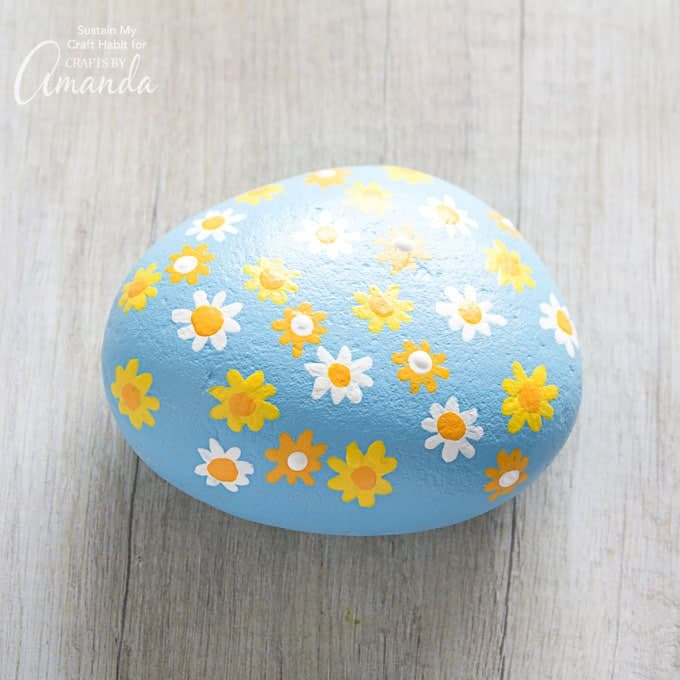 How to make daisy painted rocks step 10