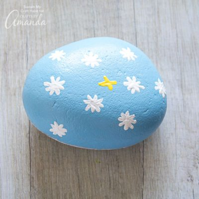 How to make daisy painted rocks step 5