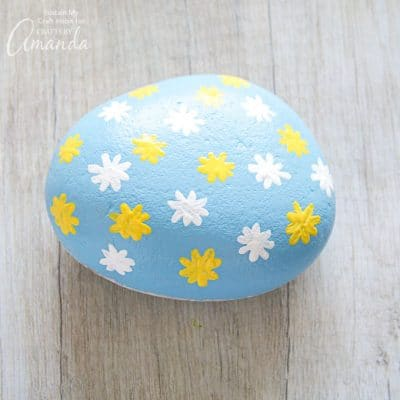 How to make daisy painted rocks step 6