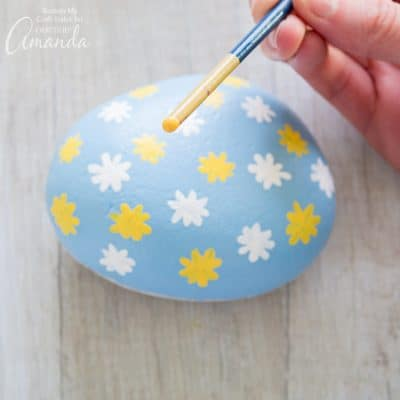 How to make daisy painted rocks step 7
