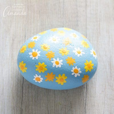 How to make daisy painted rocks step 9