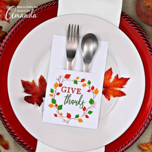 These printable Thanksgiving utensil holders add charming decorative detail while serving a purpose on your Thanksgiving table!