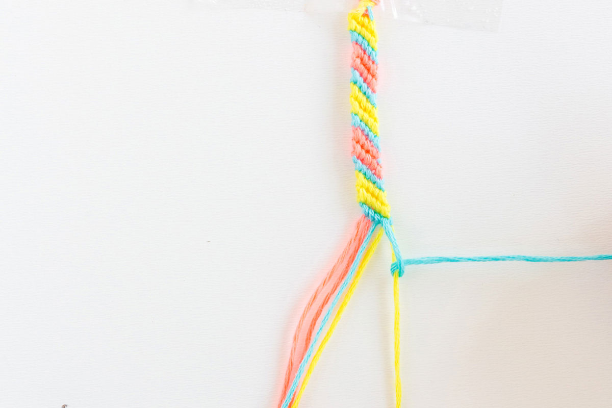 diagonal friendship bracelet pattern