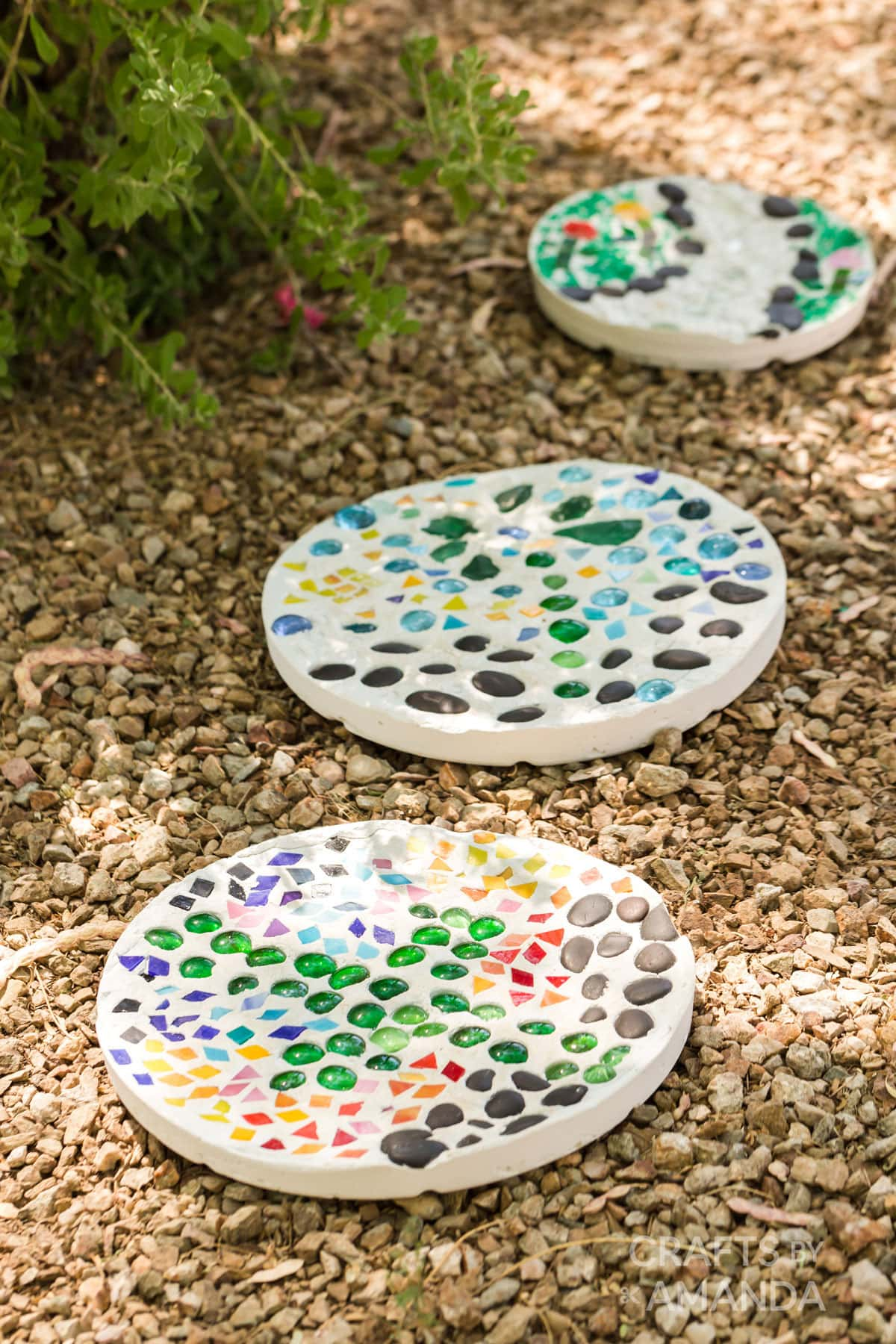 3 DIY stepping stones in the yard