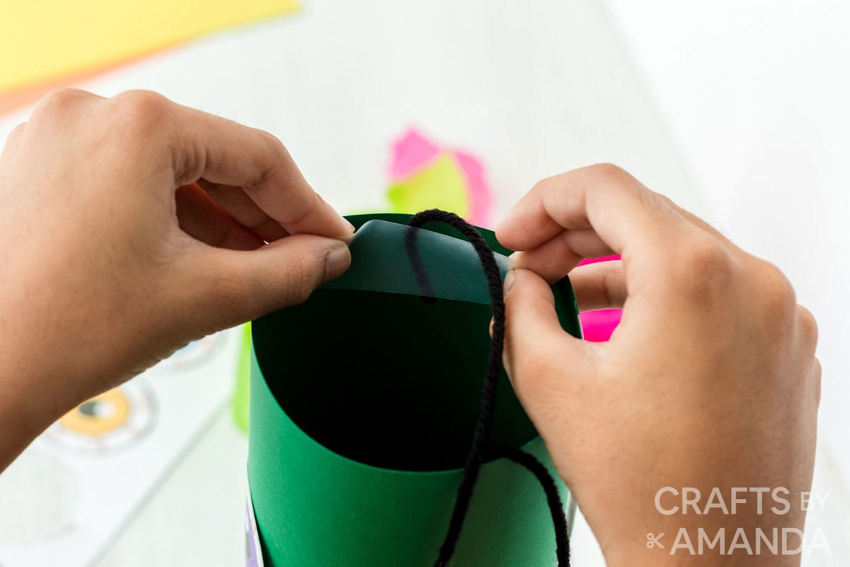 taping yarn inside paper tube