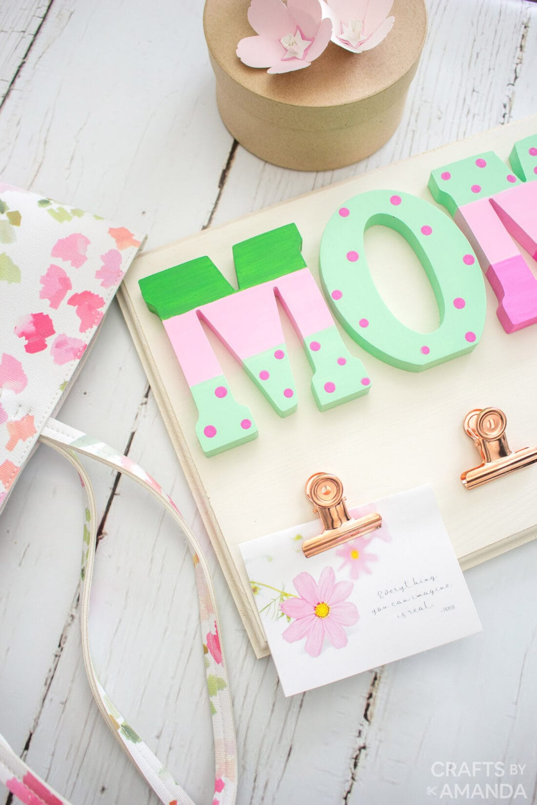 wooden painted plaque that says mom